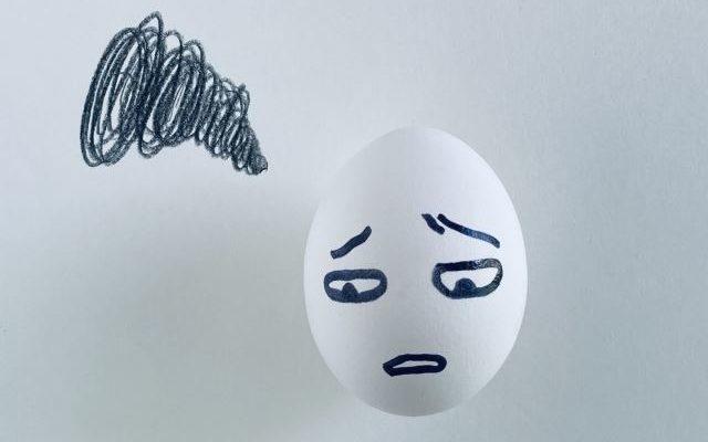 悲しんでいる卵